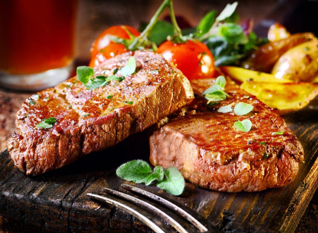 Как пожарить стейк свинины на сковороде как в ресторане