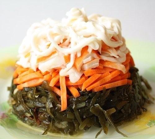 салат из кальмара с морской капустой