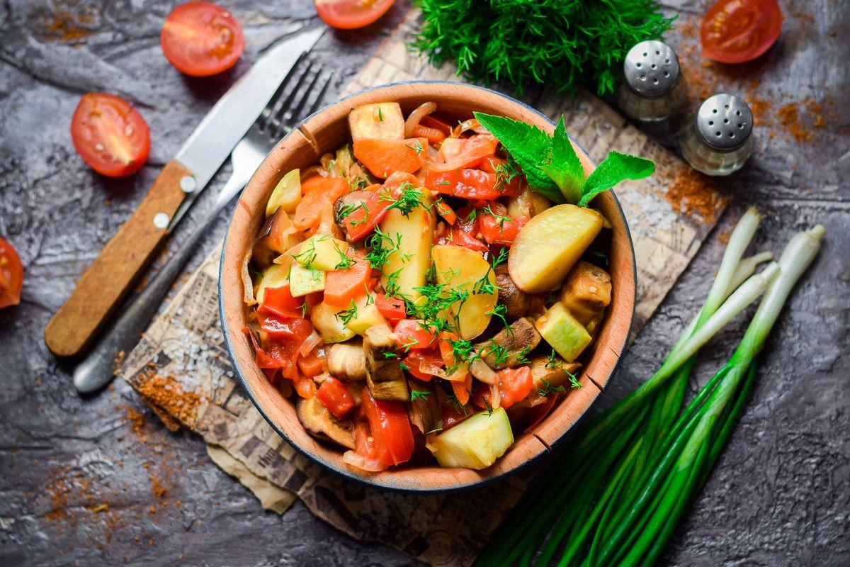Овощное рагу с кабачками и картофелем